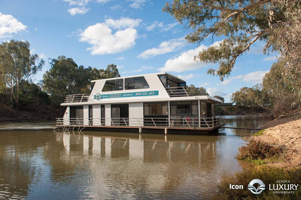 Icon Houseboat Luxury Houseboats
